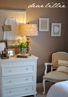 Oh to have another nursery to decorate. Oh well, I can still use the lampshade idea!