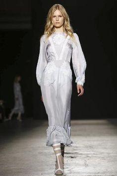 Primeiro Look do Desfile do Franscesco Scognamiglio no Milan Fashion Week  #MFW #Moda #Fashion #Blog #BlogDeModa #JustDressFashion  www.justdressfashion.com
