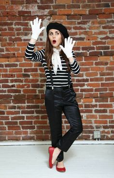 DIY Kostüm: Pantomime You are in the right place about Women's Jeans style Here we offer you the most beautiful pictures about the Women's Jeans straight you are looking for. When you examine the DIY Mime Costume, Easy Halloween Costumes For Women, Last Minute Halloween Costumes, Halloween Party Costumes, Carnival Costumes, Costume Ideas, Zombie Costumes, Halloween Couples, Group Halloween