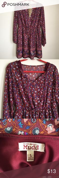 Cute floral spring dress Cute floral spring dress. Elastic at waist. Hits above the knee and lined. No trades or holds. Mudd Dresses