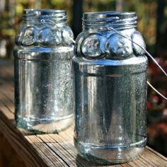 How to make your own Mercury Glass jars - w/krylon looking glass spray after sprayed water - gotta try this out! Looking Glass Spray Paint, Krylon Looking Glass, Silver Spray Paint, Glass Paint, Mason Jar Crafts, Mason Jars, Canning Jars, Holiday Crafts, Fun Crafts