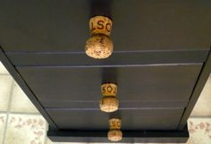 21 Wine Cork DIYs You'll Actually Use - One Crazy House Schubladen knauf