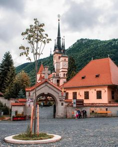Brasov Photo b Best Places To Travel, Oh The Places You'll Go, Beautiful Castles, Beautiful Places, Amazing Destinations, Travel Destinations, Photo B, Romania, Mansions