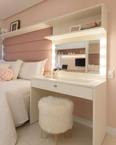 28 Perfekte Make-up-Raumdekoration mit . - 28 Perfect Makeup Room Decoration with Feminine Color 28 Perfekte Make-up-Raumdekoration mit femin - Bedroom Decor For Teen Girls, Cute Bedroom Ideas, Room Ideas Bedroom, Girl Bedroom Designs, Small Room Bedroom, Home Decor Bedroom, Bedroom Inspiration, Room Decor Bedroom Rose Gold, Ikea Bedroom Design