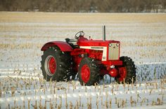 The front-wheel-assist on this 1965 706 was taken from an International Vintage Tractors, Vintage Farm, Antique Tractors, International Tractors, International Harvester, Farmall Tractors, Red Tractor, Urban Farmer, Tractor Pulling