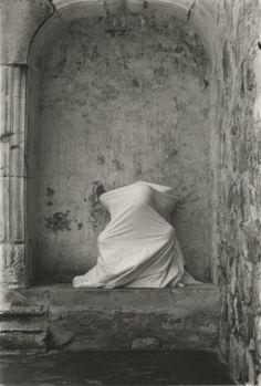 Ana Mendieta, Untitled (Cuilapán Niche) (1973)