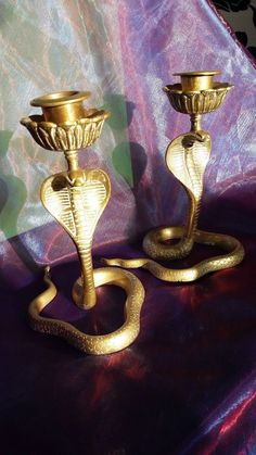 PAIR HEAVY INDIAN VINTAGE SOLID BRASS HOODED COBRA SNAKES SCONCED CANDLESTICKS