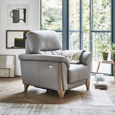 The Enna recliner armchair offers complete comfort with its higher back, shorter seat depth, padded arms and reclining action. The touch sensitive power recliner has the added benefit of an integrated USB charger and this armchair seamlessly reclines while lifting and resting your feet at the touch of a button. . . #ercol #enna #recliner #armchair #comfort #relax #luxury #furniture #home #homeinspo #interiors #interiordesign