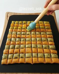 I'm not sure what this page is about, butit looks like lots of good ideas. I need to get it translated! Pastry Recipes, Cookie Recipes, Happy Kitchen, Recipe Mix, Turkish Recipes, Biscuits, Cake Cookies, Catering, Cake Decorating