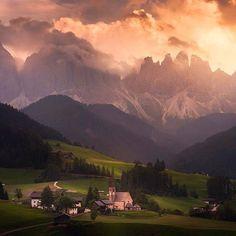 Hotels-live.com/cartes-virtuelles #MGWV #F4F #RT Val di Funes Italy | Photography by  Albert Dros (@albertdrosphotography) #EarthOfficial by earthofficial https://www.instagram.com/p/BBnuNsqt0UH/