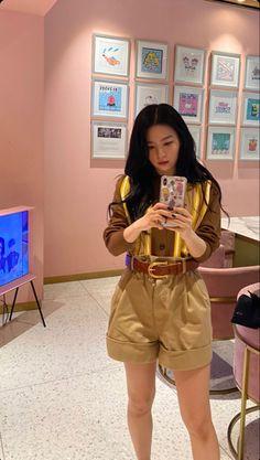 """""""Joy and Seulgi taking pics of each other! South Korean Girls, Korean Girl Groups, Seulgi Instagram, Red Velvet Photoshoot, Kang Seulgi, Thing 1, Red Velvet Seulgi, Kim Yerim, Velvet Fashion"""