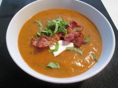 En verden af smag!: Grillet Grøntsagssuppe med Bacon og Creme Fraiche Fest, Creme Fraiche, Thai Red Curry, Bacon, Ethnic Recipes, Pork Belly, Sour Cream
