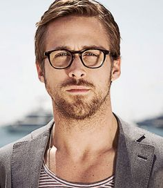 OMG! he has glasses! oh lord i can die a happy little girl now! he so sexxy