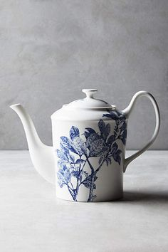 Love the vintage style :) Caskata Arbor Teapot #anthropologie #anthrofave #anthrohome #teapot #teadrinker #kitchen #ad