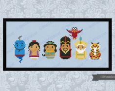 Esta es una parodia, un inspirador punto de cruz patrón de los dibujos animados Alicia en el país de las maravillas, con Alicia, el conejo blanco, el sombrerero loco, la marcha de las liebres la reina de corazones, el gato de Cheshire y luego Tweedle Dee y Tweedle Dum, la oruga y dos soldados de la tarjeta.  DETALLES DEL PATRÓN: Puntos: 109 x 63 Tamaño (cuenta 14 tela de Aida): 19, 8 x 11, 5 cm, 7.7x4.5 en  Con la compra, usted recibirá un ENLACE de DESCARGA a un patrón PDF que incluye…