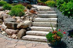 Súvisiaci obrázok Garden Borders, Stepping Stones, Sidewalk, Outdoor Decor, Images, Stairs, Home Decor, Recherche Google, Gardens