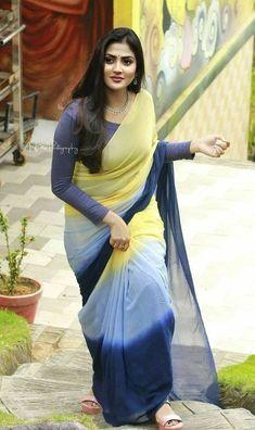 Beautiful Women Over 40, Beautiful Women Pictures, Beautiful Girl Indian, Most Beautiful Indian Actress, Beautiful Girl Image, Beautiful Saree, Beautiful Outfits, Beautiful Eyes, Saree Photoshoot