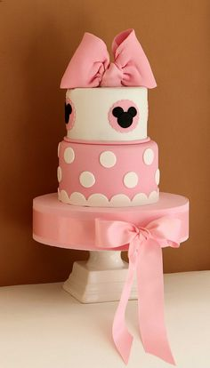 minnie mouse polka dot tier cake. love it!