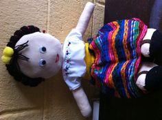 Muñeca de trapo hecha totalmente a mano con traje típico de #Guatemala