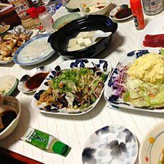 夫の実家にて。しかし、メニューはほぼいつもと一緒  笑 - 48件のもぐもぐ - ほのぼの晩御飯(鰹タタキ、ポテトサラダ、マグロ、ネギマ、湯豆腐、イカ刺し by tabajun