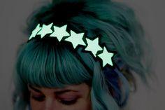 Glow in the dark Stars Headband, White, Green Glow, UV Reactive from High Barnet. Saved to Epic Gief-list. White Headband, Diy Headband, Unicorn Headband, Gyaru, Glow Run, Space Costumes, Ramona Flowers, Harajuku, Glow Stars