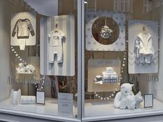 For our first window scheme rollout for The White Company, to promote their new White Label range of products, Lucky Fox produced hundreds of beautiful hand finished maple veneer boards, and sent out nearly 2000 meters of natural rope to their 46 UK stores.