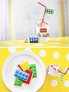 """Oi, meninas! Hoje vou mostrar referências de decoração de festinhas com o tema """"Lego""""! Meus filhos AMAM Lego! É um brinquedo que nunca sai de moda, perfeito para qualquer idade!!! Escolhi as duas festas que mais gostei para servir..."""