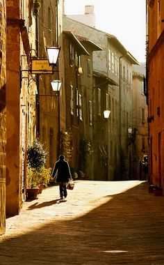 Morning in Pienza ~ Val d'Orcia (Toscana), Italy - Photo by Martin Sojka www. Turin, Places Around The World, Around The Worlds, Wonderful Places, Beautiful Places, Rome, Emilia Romagna, Under The Tuscan Sun, Into The West