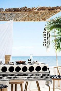 black + white summer table