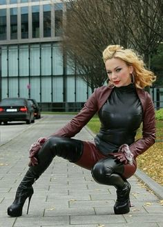 Leather and boots Sexy Outfits, Crazy Outfits, Sexy Latex, Hot High Heels, High Heel Boots, Leather Leggings, Leather Gloves, Sexy Stiefel, Crotch Boots