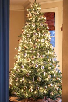 Classic Silver & Gold Christmas Tree