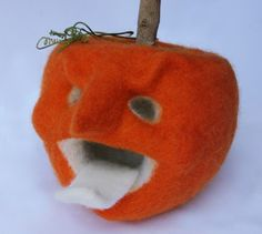 needle felted jack-o-lantern tutorial from Laura Lee Burch