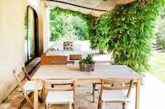 This beautiful South of France manor house, set in its own gardens with a fenced pool, is a short drive from St Tropez and sleeps up to 8 + 1