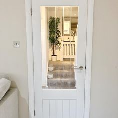 Bring light into your home with the glass pane of our primed Dordogne glazed internal door.  This glazed version of the Dordogne door boasts strong vertical lines etched into toughened glass. It consists of a skin on an engineered core, and arrives primed and ready to paint, with a protective film on the glass that can be removed once you have applied a colour of your choice.