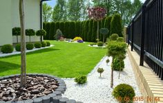 Do you need landscaping ideas for side yards that are long and narrow and present a design challenge? Steal these cheap and easy landscaping ideas? for a beautiful backyard. Side Yard Landscaping, Hydrangea Landscaping, Privacy Landscaping, Landscaping Ideas, Front Garden Landscape, Lawn And Landscape, Backyard Garden Design, Garden Planning, Garden Inspiration