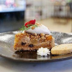 Vegan #Treats at Pomegranate are always a great idea! #Pomegranate #PomegranateLA #LosAngeles #Foodie #OCFoodie #Foodie #FoodPorn #FoodPornShare #VeganLife #VeganFoodie #Pie #VeganPie #CelebrityVegan  PC: @veganwave   Tell me lies as sweet as apple pie  @pomegranate_losangeles  #BakedApplePie #SweetSaturdays