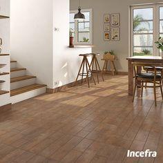 Quem ama madeiras? Olha que lindo que ficou esse produto que simula madeira nessa sala. Incrível, não é mesmo? Temos vários modelos para você se inspirar! #sala #livingroom #incefra #pisoceramico #piso #ceramica #decor #pisomadeira