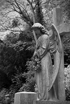 Angel at London Highgate Cemetery Highgate Cemetery, Cemetery Statues, Cemetery Art, Angels Among Us, Angels And Demons, Old Cemeteries, Graveyards, Cemetery Monuments, Cemetery Angels