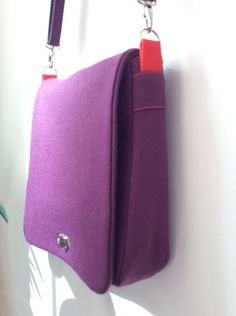 Wool felt messenger bag by Jana | Project | Sewing / Bags & Purses…