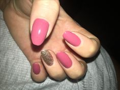Nude Nails, Gold Glitter Ring Fingers
