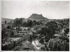 Frederic Francois Boisson was the first foreign photographer in Greece. He spent three decades taking photos of Greece's villages and landscapes. Greece Pictures, Old Pictures, Old Photos, Parthenon, Acropolis, Greek History, Athens Greece, Historical Photos, Monument Valley