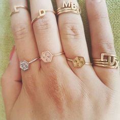 Good morning Exagoni & Entangled Rings 💓💓💓 #minitials #minitialsmoments #18k #solidgold #yellow #white #rose gold #entangledcollection #exagonicollection