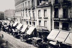Carrera de San Jerónimo, 1860. Situada en el Barrio de las Cortes, comienza en la Puerta del Sol hacia la Plaza de Neptuno - Portal Fuenterrebollo