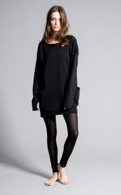 An oversize sweatshirt tunic with large side pockets. Loose, long tunic that can be worn as a dress. The material is very soft and warm, a padded cotton/poly mix. The design features extra long sleeves. MODEL INFO: Victoria is XS size, 510 tall (178cm). She is wearing size XS. The design fits true to size, but please note that its intentionally loose and oversize as pictured on the photos. LENGTH: Approximately 32 (81cm) measured from the shoulder to the longest part of the hem, which is…
