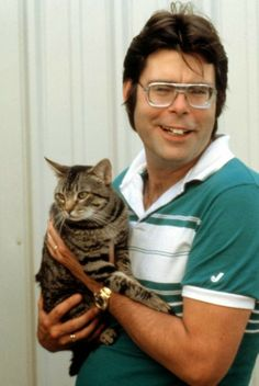 Stephen King and a cat, presumably not from hell. soyons-suave.blogspot.com