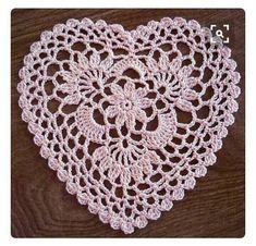 Easy Crochet Doily Patterns Lovely Pretty And Easy Crochet Doily For Beginners Bored Art Of Easy Crochet Doily Patterns Filet Crochet, Crochet Doily Patterns, Thread Crochet, Crochet Crafts, Crochet Doilies, Crochet Stitches, Crochet Projects, Crochet Flowers, Crochet Snowflakes