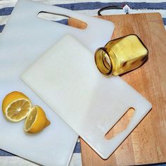 Today I'm cleaning my cutting boards with just lemon and salt! Read all the details on the blog! Link in the bio.  #cleanhouse #cleaningtips #cuttingboard #kitchen #myhome #blogger #sundayathome #κυριακη_στο_σπιτι