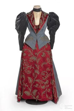 Day dress, 1895From Les Arts Décoratifs via Europeana Fashion