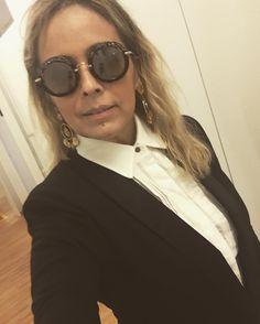 Com meu look #karllagerfeldforriachuelo - @riachuelo! ❤️❤️ Óculos #miumiu para @opticaitamaraty - #andreafialho #estiloandreafialho