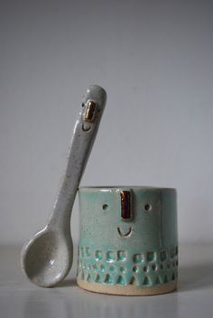 Best Friends cup and spoon by Atelier Stella Ceramic Spoons, Ceramic Tableware, Ceramic Clay, Ceramic Pottery, Ceramics Projects, Clay Projects, Pottery Classes, Pottery Sculpture, Objet D'art